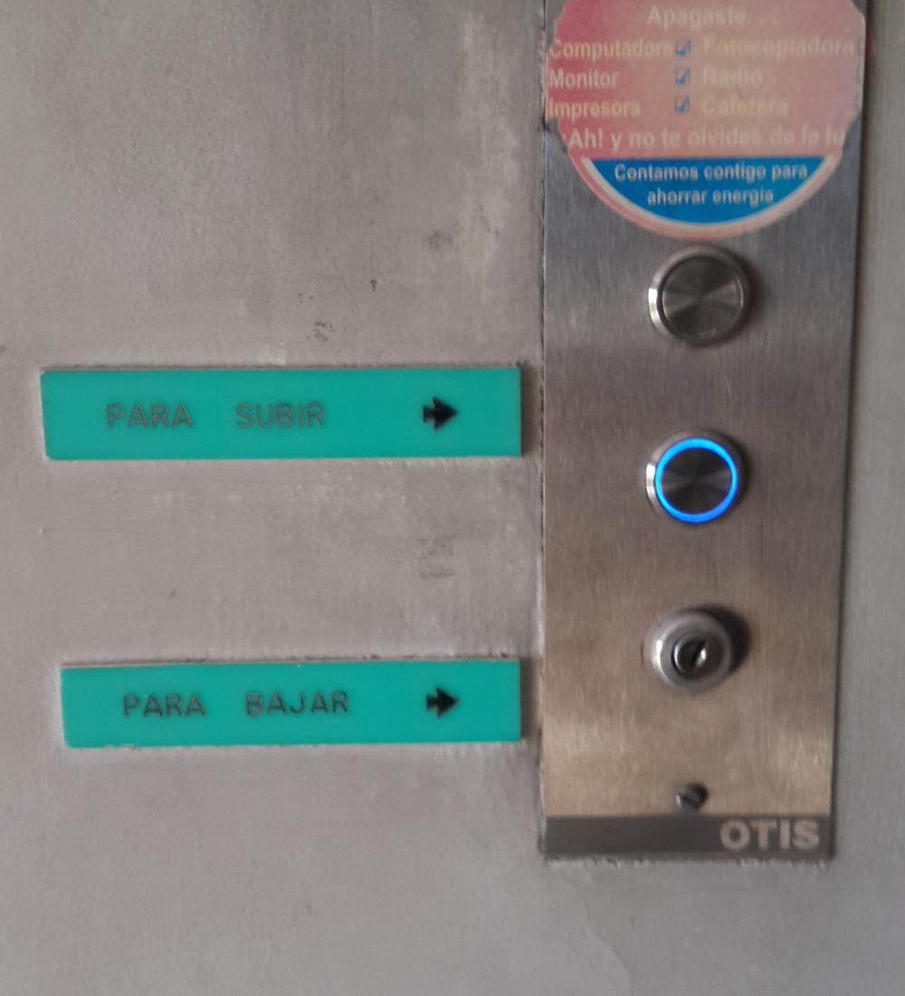Botones en el ascensor